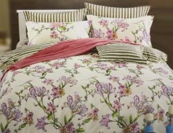 КПБ из сатина 1,5 Здоровый сон пастельный бежевый цвет с фиолетовыми цветами 02040106